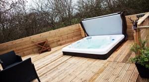 Woodys Lodge hot tub 1