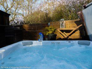 Woodys Lodge Hot Tub