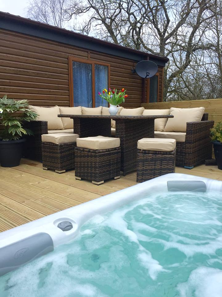 Outside dining area with Hot Tub at Woodys Lodge